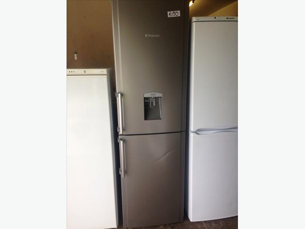 HOTPOINT FRIDGE / FREEZER WITH WATER DISPENSER