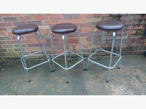 3 VINTAGE MATCHING CHROME VINYL CUSHION STACKING KITCHEN WORKSHOP BAR STOOLS G/C