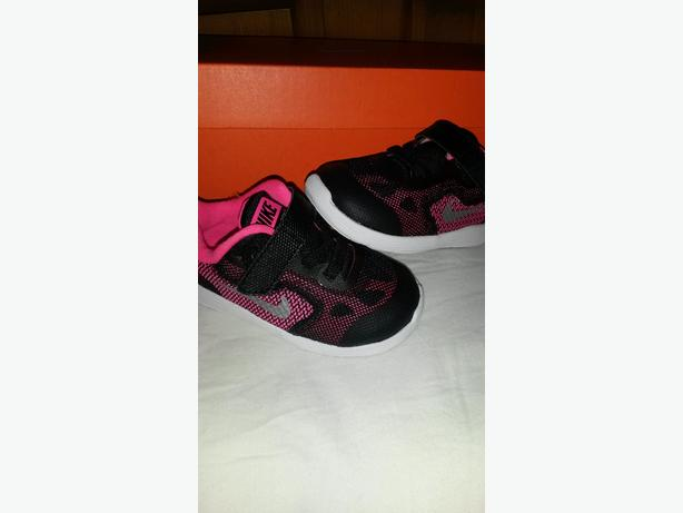 BABY GIRLS NIKE REVOLUTION TRAINERS PINK/BLACK SIZE 4.5 BRAND NEW AND BOXED