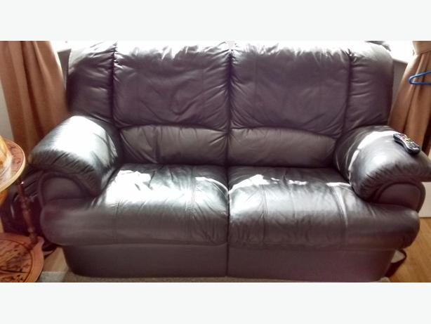 2 Seater leather recliner sofa. In black leather great condition.