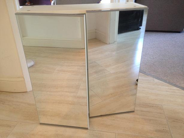 mirrored bathroon cabinet