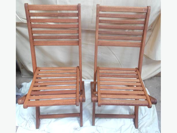 2x Wooden foldable Chairs
