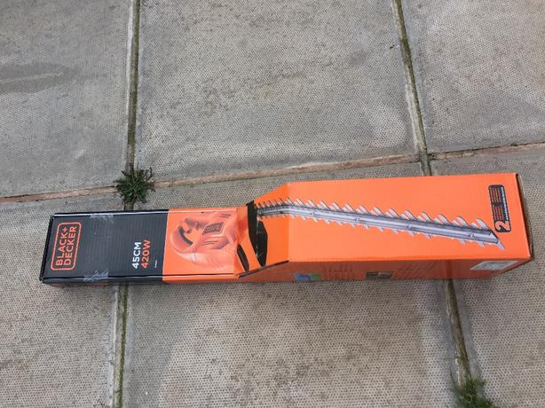 BRAND NEW BLACK AND DECKER ELECTRIC HEDGE TRIMMER