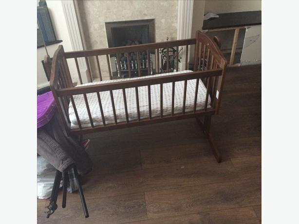 Baby swinging crib vgc