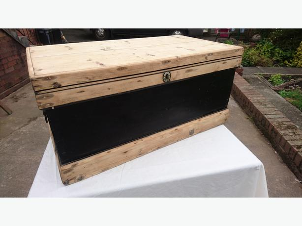 OLD HEAVY LARGE PINE STORAGE TRUNK CHEST RUSTIC COFFEE TABLE DECOR G/C