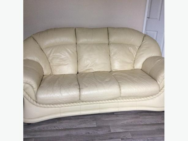 Leather 3seater and armchair