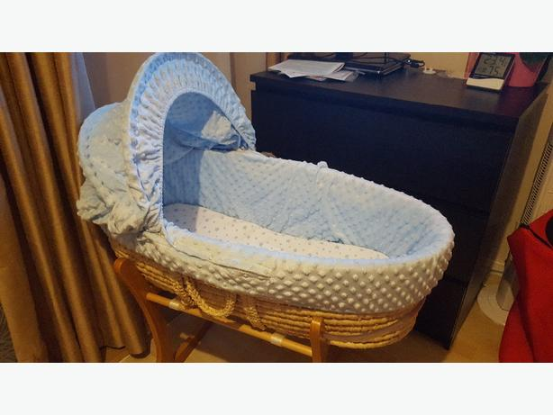 mothercare moses basket with 2 colour packs