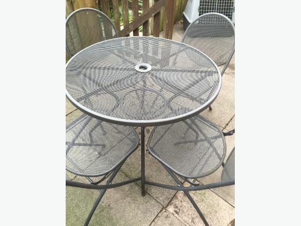 Garden table and 4 chairs £40