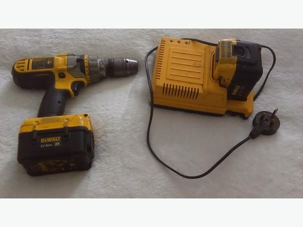 DEWALT 28V  HAMMER DRILL/SCREW DRILL - DE9280