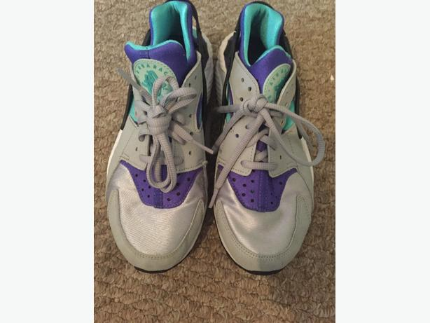 nike air huraches  size 5