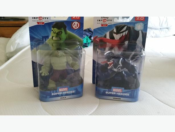 disney infinity 2.0 hulk and venom figures