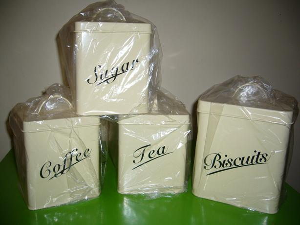 Set of 4 kitchen canisters - cream