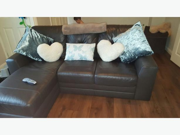 (bargain) corna sofa good conditon  3months old