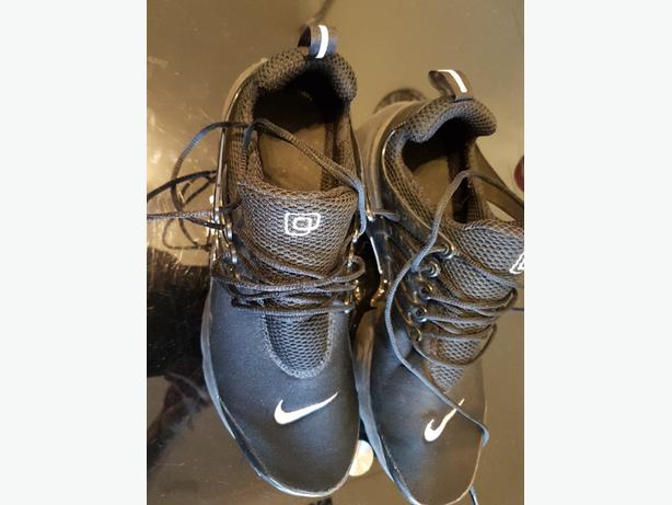 Black Nike Trainers size 10