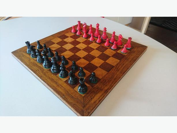 VINTAGE COMPLETE CHESS SET INLAID WOODEN BOARD LEAD PIECES STRATEGY GAME PROP