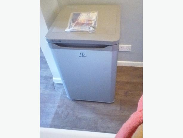 INDESIT FRIDGE FOR SALE NEARLY NEW