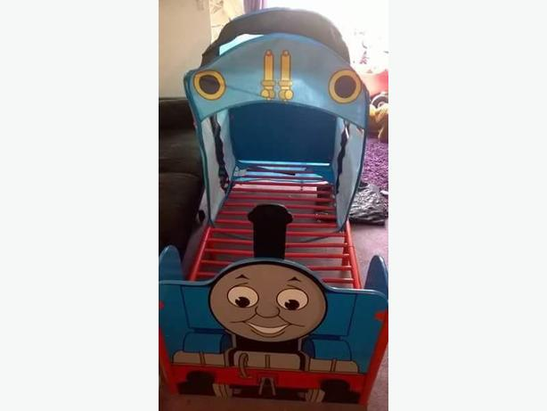 thomas the tank engine bed with curtains