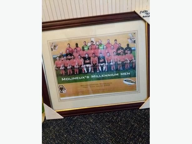 framed wolves football team picture