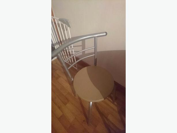table& 2 chairs