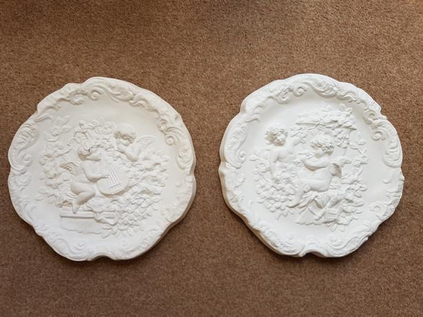 Artex mouldings/bathroom.