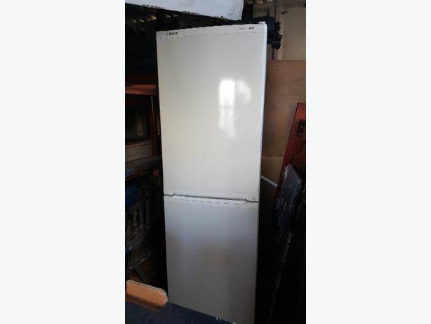 White Bosh fridge freezer
