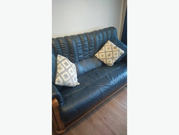 three peice blue leather sofa immaculate condition