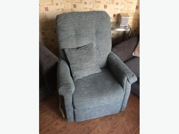 reclining arm chair (READ DESCRIPTION)