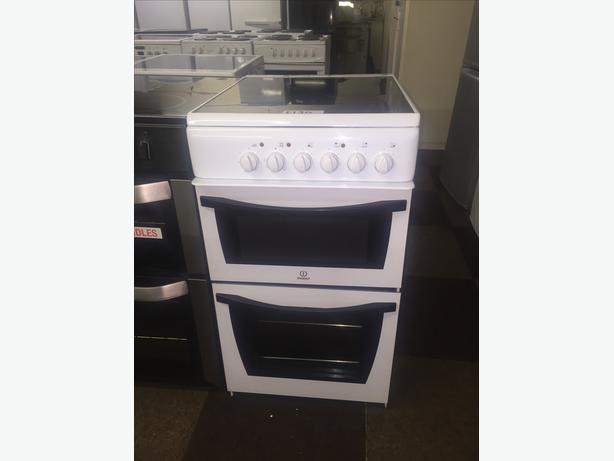 BLACK N WHITE 50 CM WIDE INDESIT ELECTRIC COOKER WITH GUARANTEE