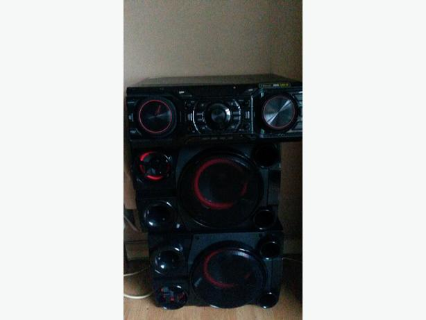 2000 watt LG DJ Boom box with Bluetooth 2× USB aux and FM radio