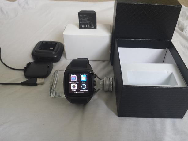 Smartwatch - Android 4.4, WiFi, GPS, Bluetooth, 3G Sim, 5 MP Camera.