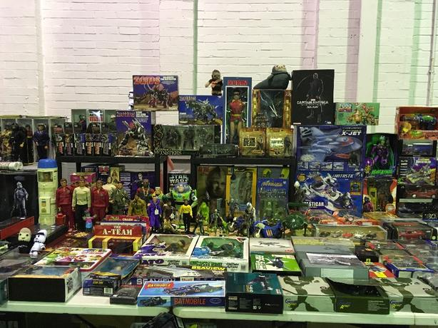 WANTED: VINTAGE TOYS AND COLLECTABLES