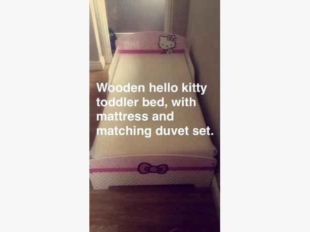 wooden hello kitty toddler bed