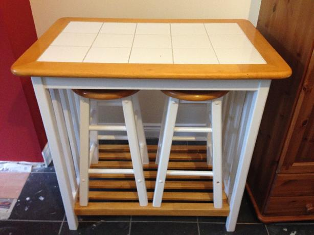 Breakfast bar/table with four stools