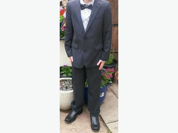 boys suit aged 9-10