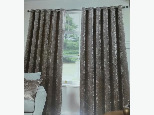 Brand New Gorgeous crushed velvet curtains for sale