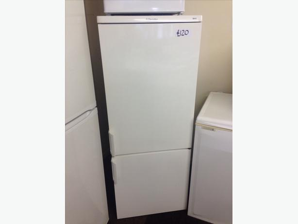 ELECTROLUX FRIDGE FREEZER010