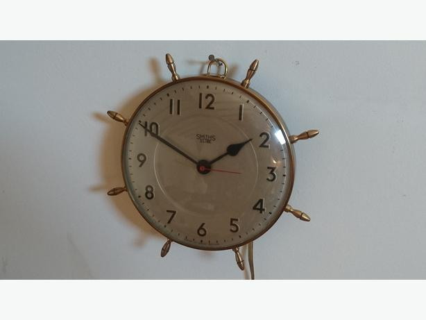 VINTAGE 60S BRASS NAUTICAL SHIPS WHEEL SMITHS ELECTRIC WALL CLOCK DECOR GWO