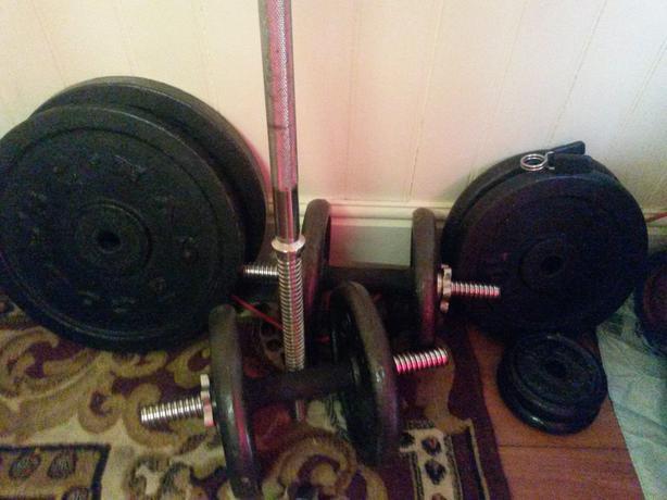 74 kg Cast iron weight plates (15kg x 2 + 10kg x 2 discs..)