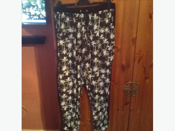 Modern newlook summer trousers size 18 hardly worn