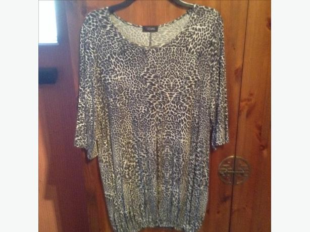 Modern long yours top size 18