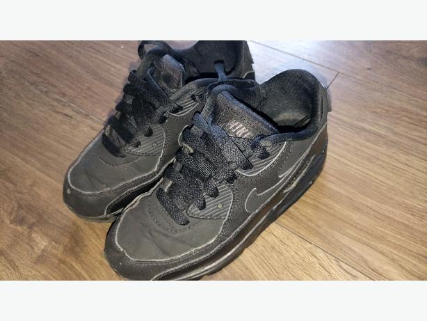 black Nike air max UK 12