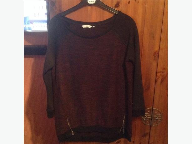 Modern. Newlook  sweatshirt  size 16