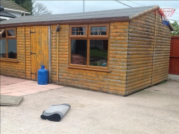 Garden shed / log cabin