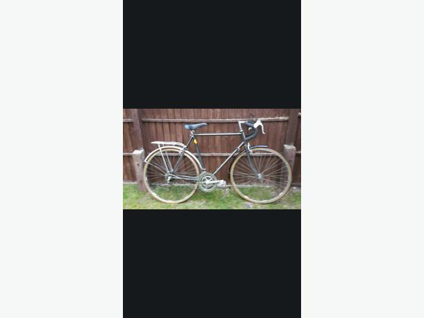 MENS BIKE 18 SPEED RALEIGH RACING BIKE (EXCELLENT CONDITION)
