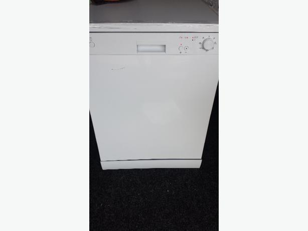 Curry's white 60cm full size freestanding dishwasher