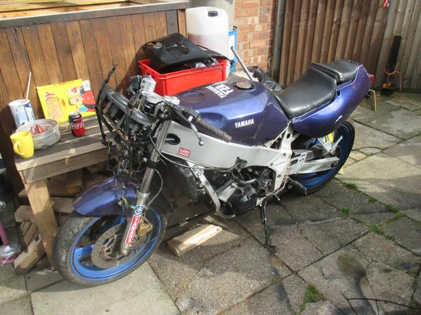 Rare Yamaha FZR 400 sports project