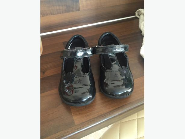 girls black clarks shoes