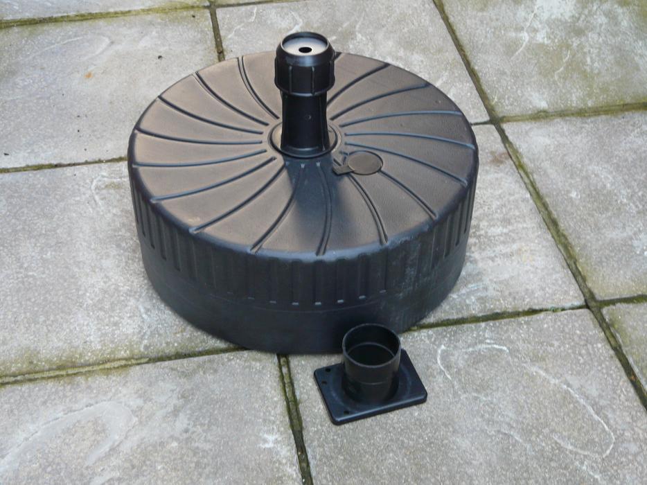 Garden Umbrella Base Wickes: LARGE GARDEN UMBRELLA BASE BN Willenhall, Wolverhampton