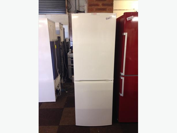 BOSCH FRIDGE FREEZER IN GREAT CONDITION WITH GUARANTEE