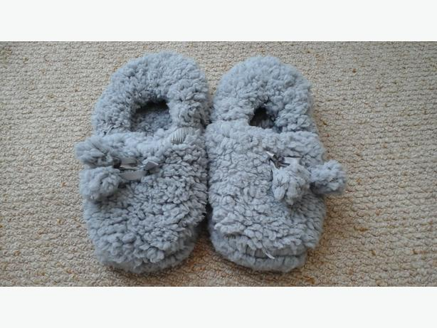 Very soft grey furry girls slippers - size 3-4